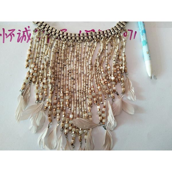 Bohemia-series-fringe-short-time-Feather-necklace